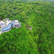 OMNIA-TheCubeBar-CreditMartinWestlake-pool-in-landschaft-küste.jpg